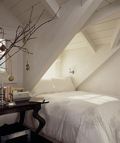 Bed under eaves transitional bedroom erin martin design for Eaves bedroom ideas
