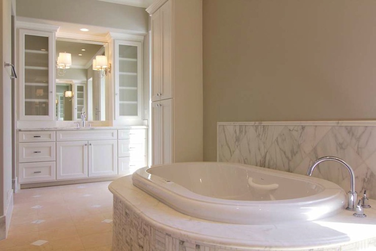 Oval Bathtub Traditional Bathroom