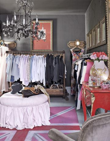 Amherts gray eclectic closet benjamin moore amherst gray country living - Walk in closet ideas for small spaces paint ...