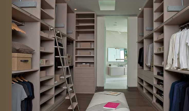Great Huge Walk In Closet With Shelves, Drawers And Shoe Racks, Ladder And Bench.