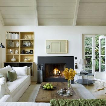 Living room sloped ceiling design ideas for Sloped ceiling room ideas