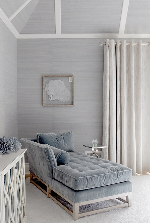 Blue velvet chaise lounge cottage living room mabley for Grey silver wallpaper living room