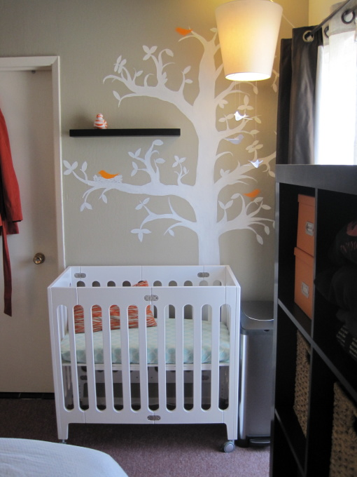 Beige nursery paint color design ideas - Baby crib for small spaces plan ...