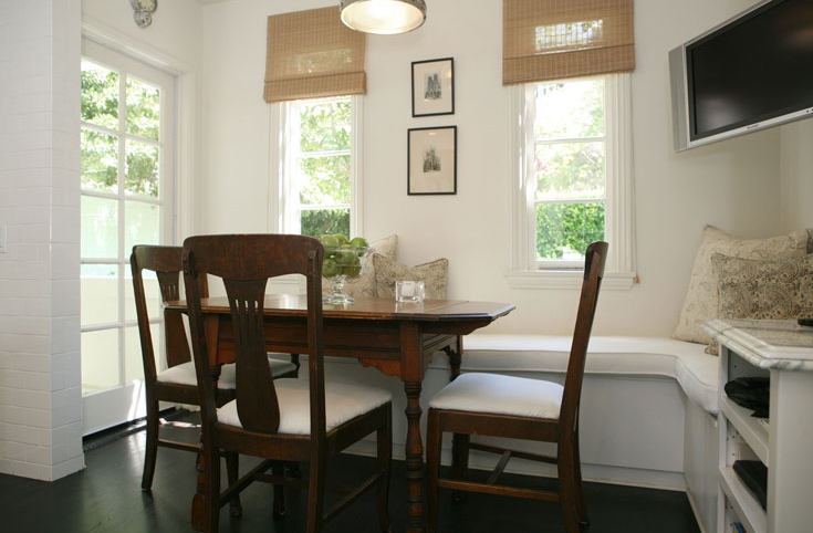 Built in banquette transitional dining room jeneration interiors - Built in banquette dining sets ...