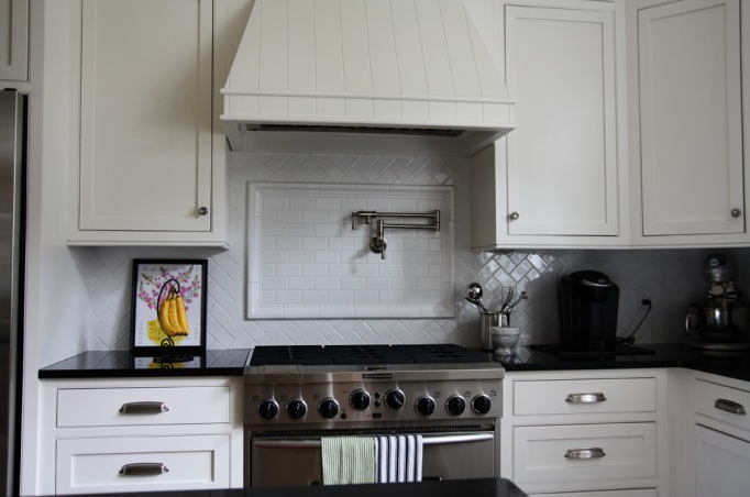 herringbone cooktop backsplash - french