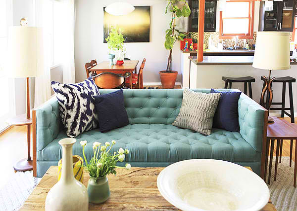 Charmant Turquoise Tufted Sofa