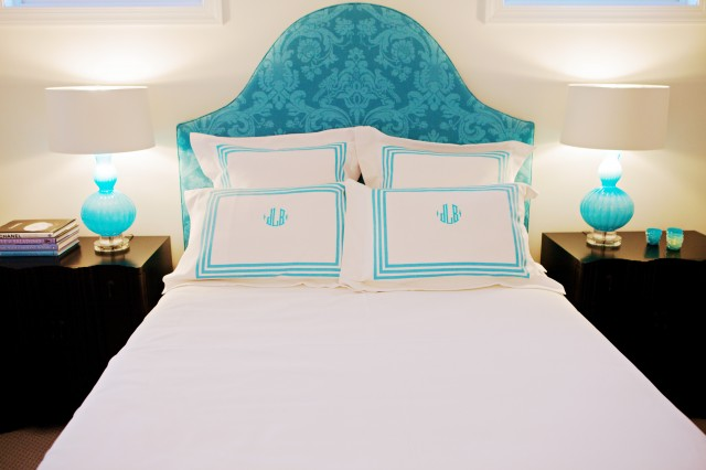 chic turquoise blue bedroom design with turquoise blue damask