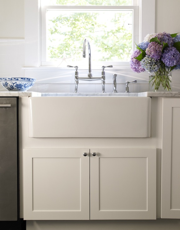 design with creamy white shaker kitchen cabinets, farmhouse sink ...