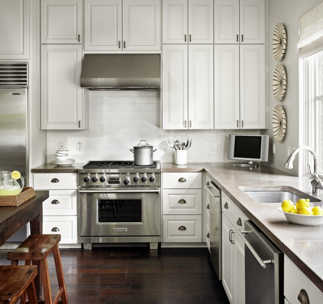 White Kitchen Counter: Ceiling Height Cabinets