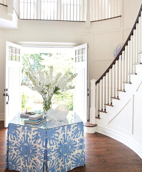 Round Foyer Design : Round table in foyer design ideas