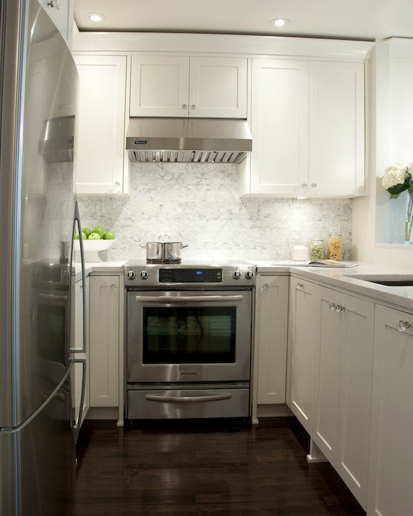 White shaker cabinets transitional kitchen for Small kitchens with white cabinets