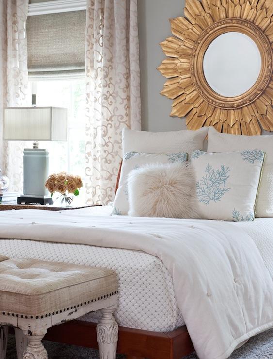 Dormitorio con dorado