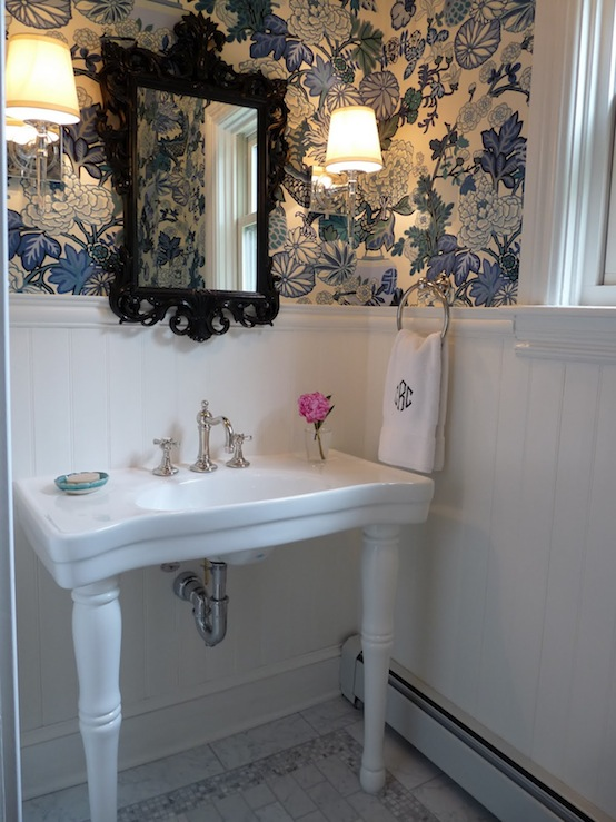 Parisian Pedestal Sink Transitional Bathroom