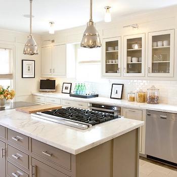 Eat in kitchen ideas transitional kitchen sherwin for Alabaster white kitchen cabinets