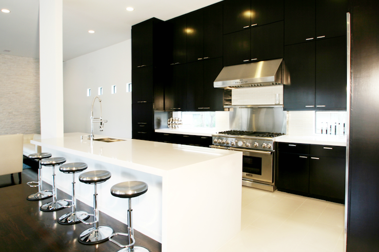 Black and white kitchen contemporary kitchen marie for Black contemporary kitchen