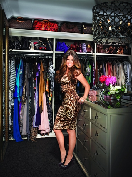 Khloe Kardashian   Huge Walk In Closet With Quatrefoil Lattice Ironies  Asilah Chandelier, Gold Floor Mirror And Accessories Chest.