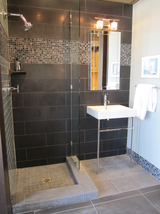 Black ceramic tile contemporary bathroom sherwin for Bathroom ideas black tiles