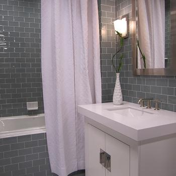 Charmant Gray Subway Tile Bathroom