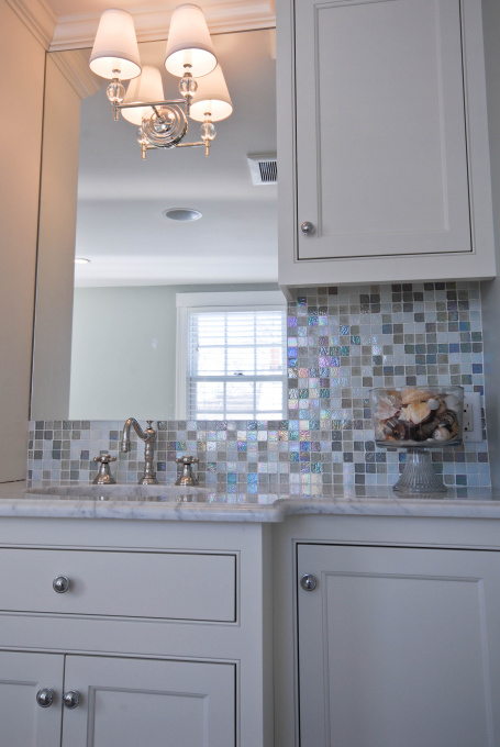 White Glass Bathroom Backsplash Design Ideas