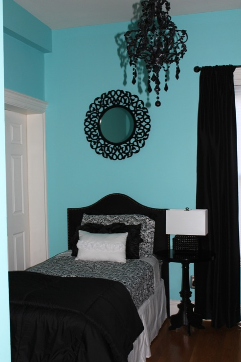 Girl 39 s room for Black and white and turquoise bedroom ideas