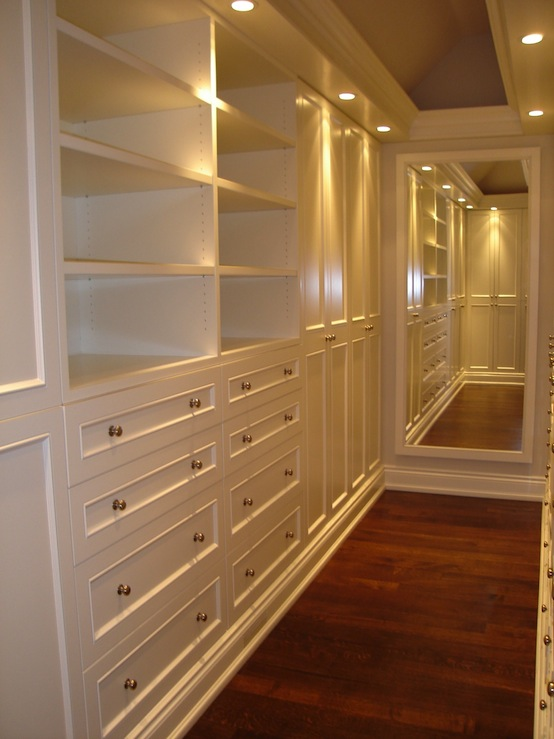 Narrow walk in closet design ideas for Walk in wardrobe design