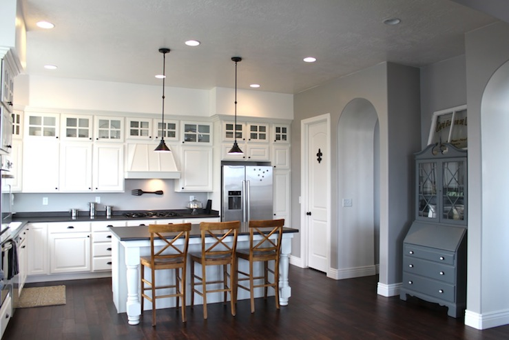 Gray wall paint transitional kitchen benjamin moore for Grey kitchen cabinets with red walls