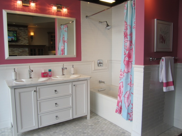 Pink girl 39 s bathroom contemporary bathroom for Bathroom models photos