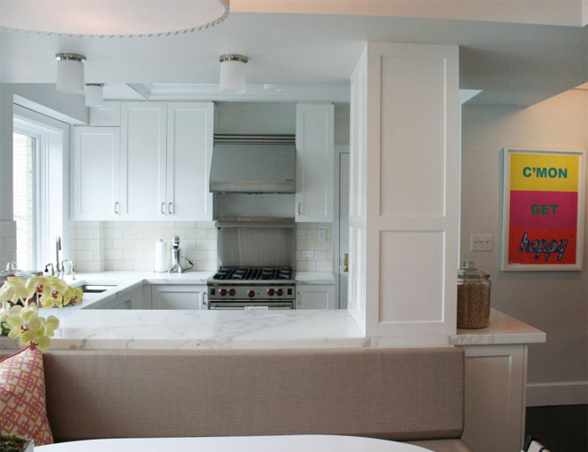 Fantastic small city kitchen design with crisp white shaker kitchen