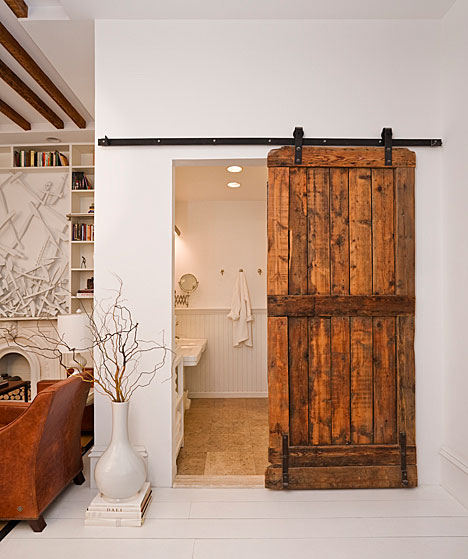 Exceptionnel Guest Bath With Reclaimed Wood Sliding Barn Door. LOVE!