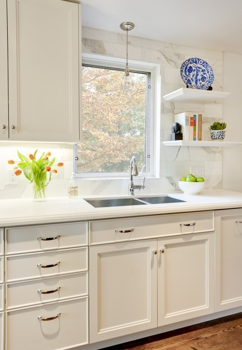 Off white cabinets design ideas for Off the shelf kitchen units