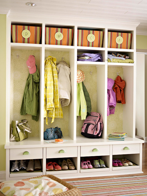 Mudroom open lockers design ideas for Open lockers for mudroom