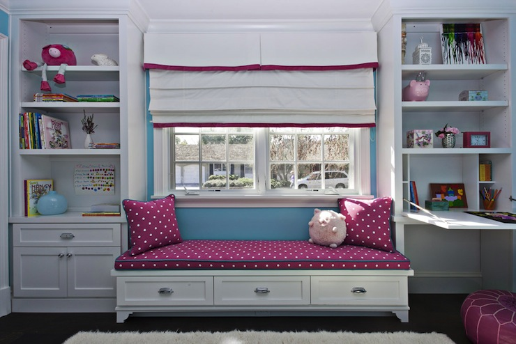 built in daybed under window 2