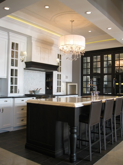 kitchen island, white kitchen cabinets, glossy black countertops