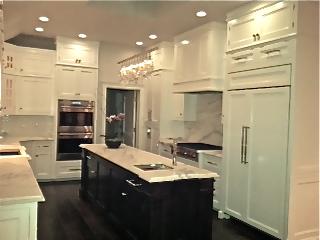 Light Kitchen Cabinets With Dark Island