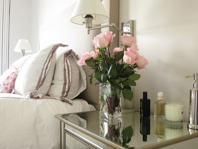 Mirrored Bedside Table Design Ideas