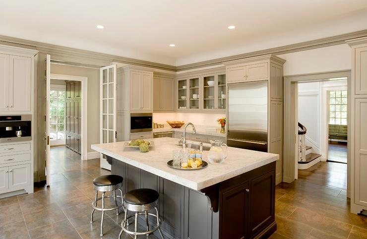 Gray kitchen island transitional kitchen benjamin for Georgian style kitchen designs