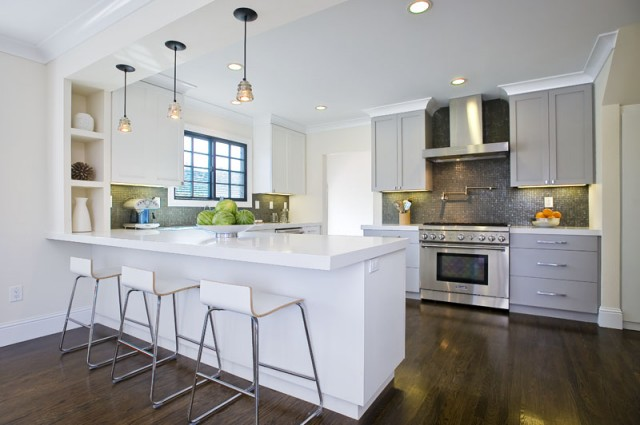 Contemporary Two Tone Kitchen Design With White Kitchen Cabinets And