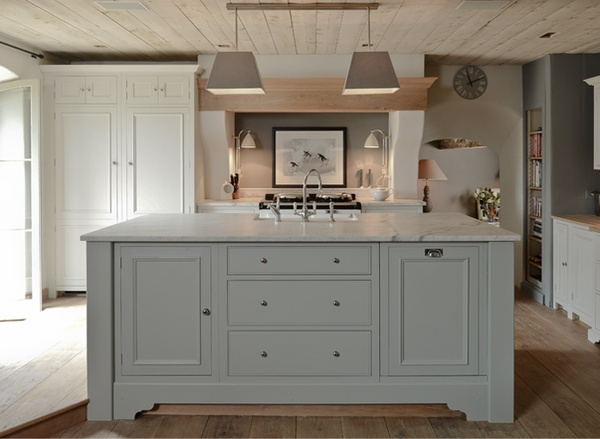 Light gray kitchen island eclectic kitchen sims hilditch Kitchen design light grey