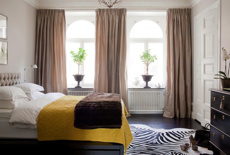 Yellow and taupe bedrooms design ideas for Taupe bedroom ideas