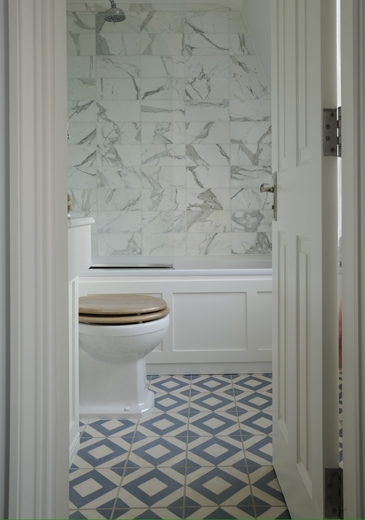 Geometric Tile Floor Transitional Bathroom
