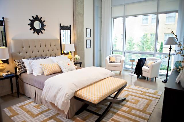Chic City Bedroom With Rome Gold Greek Key Rug Beige Tufted Headboard Black Sunburst Mirror Glossy Black Nightstands Glossy Yellow Lamps Black Mirrors
