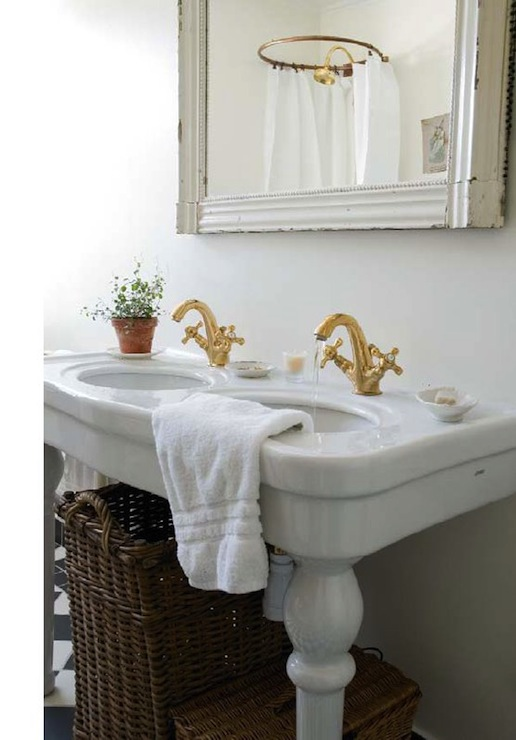 Double Parisian Pedestal Sink - Cottage - bathroom - Skonahem
