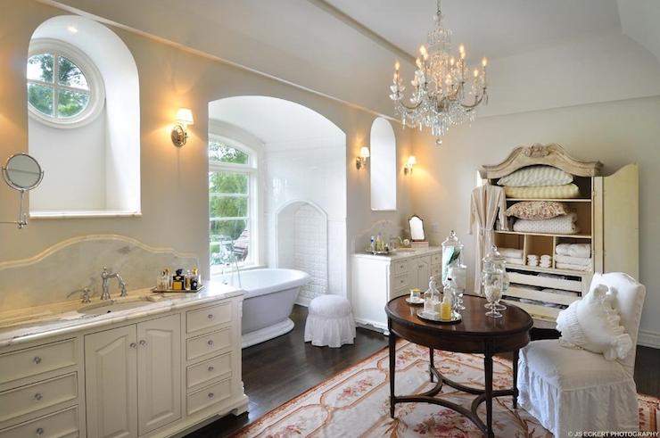Bathroom tub alcove french bathroom de giulio - Meuble cuisine anglaise typique ...