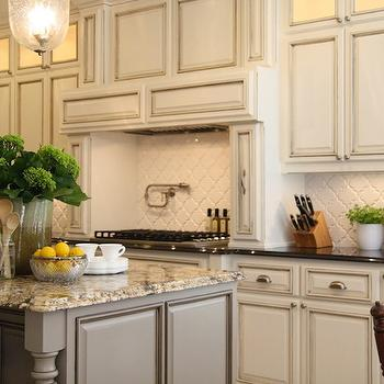 2 tone kitchen for Antique ivory kitchen cabinets