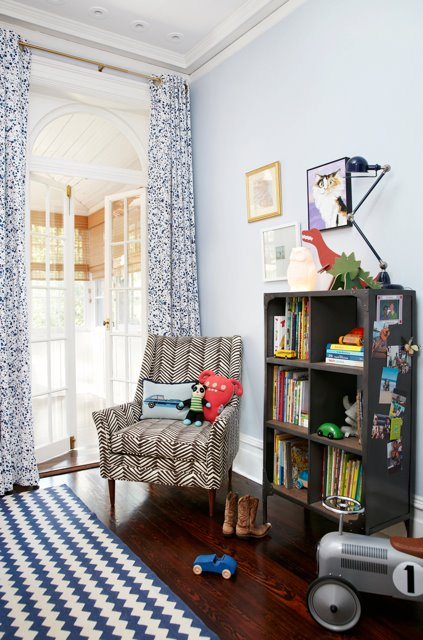 ... white and blue curtains covering French doors white and blue chevron rug modern accent chair upholstered in Quadrille Fabrics Petite Zig Zag New ... & Petite Zigzag Fabric Design Ideas