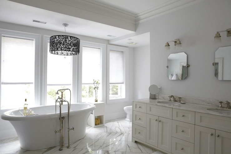 Amazing master bathroom with iron lace drum chandelier for Black and cream bathroom ideas