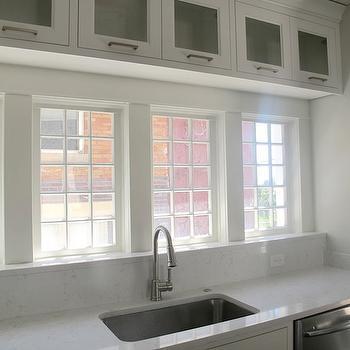Cambria Torquay Quartz, Contemporary, kitchen, Benjamin Moore White Dove, White & Gold Design