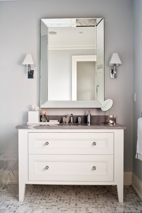 Merveilleux Grey And White Bathroom