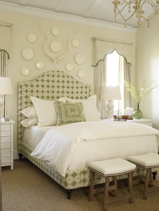 Yellow and green bedroom cottage bedroom phoebe howard for Decoration above bed