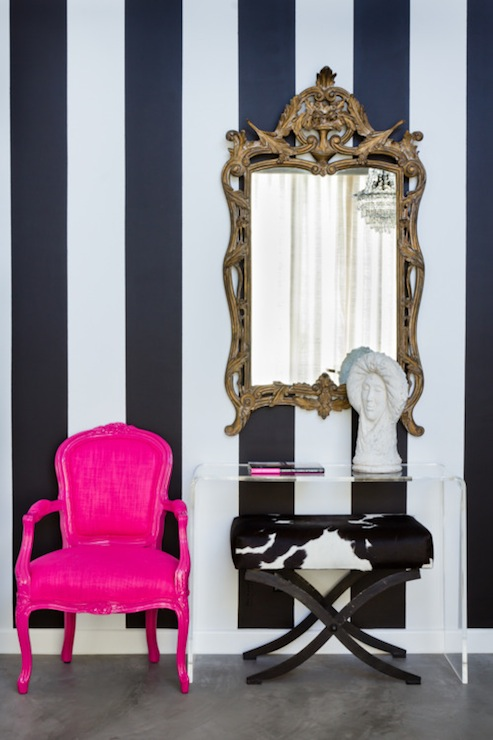 Admirable Hot Pink Accent Chair Eclectic Entrance Foyer House Of Inzonedesignstudio Interior Chair Design Inzonedesignstudiocom